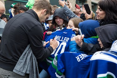 canuck player signing jersey